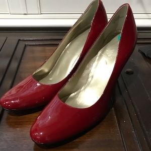 Nine West Red patent Ambitious pumps heels size 8